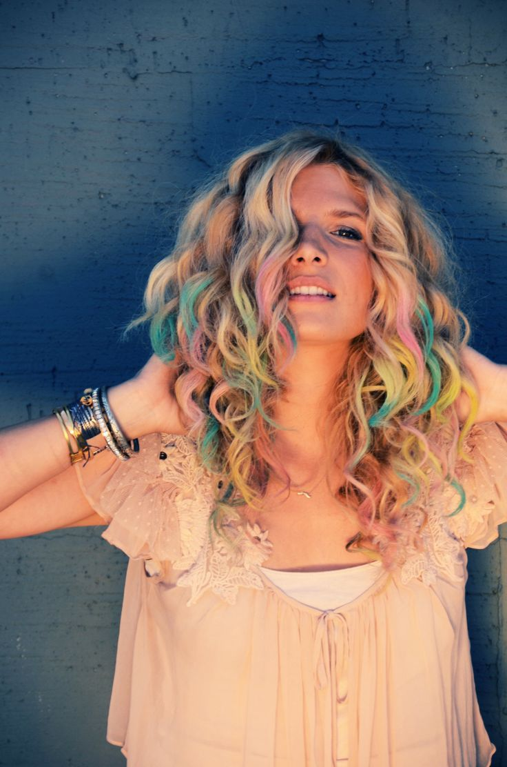 DIY colorful chalk hair tips - Who would have thought about using chalk??
