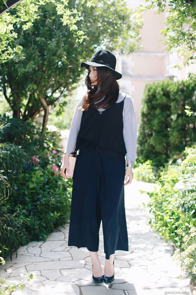 0415xoxohilamee outfit || Newchic gray knit,Alice's pig Navy wide pants,Shein black lace cami,Rakuten Navy heels,hat #streetstyle #Japanesefashion #blogger #ootd #outfit #xoxoHilamee #MizuhoK #ストリートスナップ #コーデ #ファッションブロガー #コーディネート #ファッション #キャミソール #ガウチョパンツ #ハット #パンプス #ネイビー #ブラック #重ね着