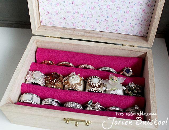 Share Tweet Pin Mail Ik heb behoorlijk wat ringen, maar deze zwierven altijd maar een beetje rond in mijn sieradenkastje. Een poosje geleden zag ...