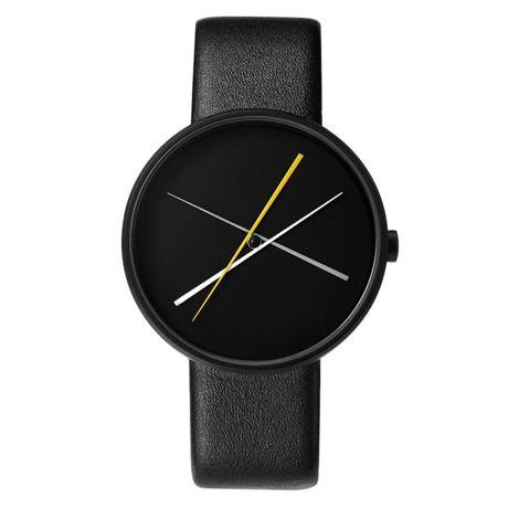 Crossover Black / black leather band 建設の巨匠がデザインしたミニマルな腕時計   MONOCO