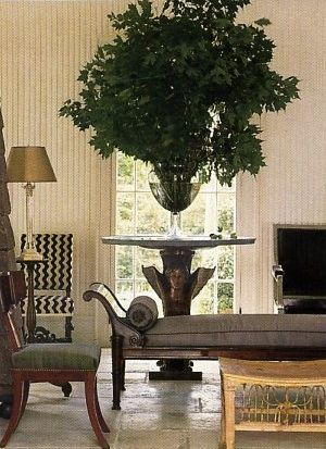 Branches and greens! Nothing more elegant. Sorry flowers!: White Chairs, Living Rooms, Holidays Style, Rooms Favorite, Bedrooms Design, Black And White, Black White Bedrooms, Gorgeous Furniture, Indoor Plants
