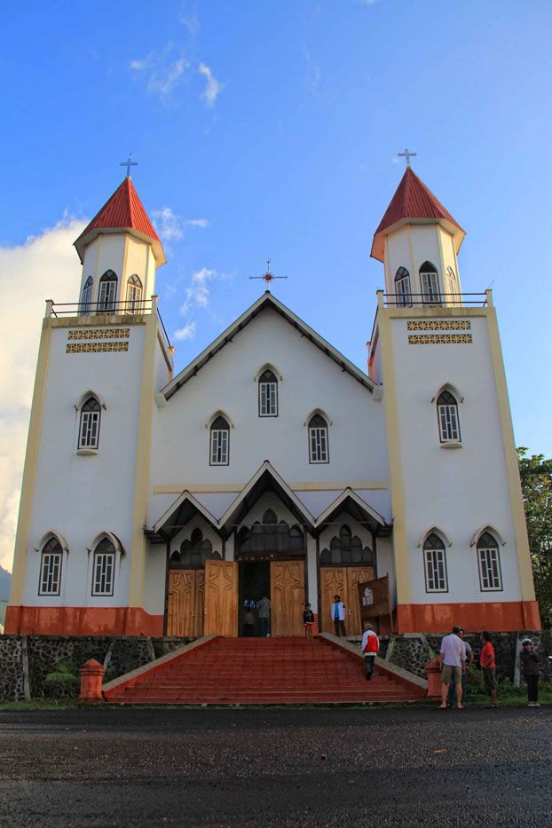 Ruteng is the regional capital of Manggarai. Its weather is far much cooler than the eastern part of the island. A well maintained grand chapel stands so beautifully in the downtown of Ruteng.