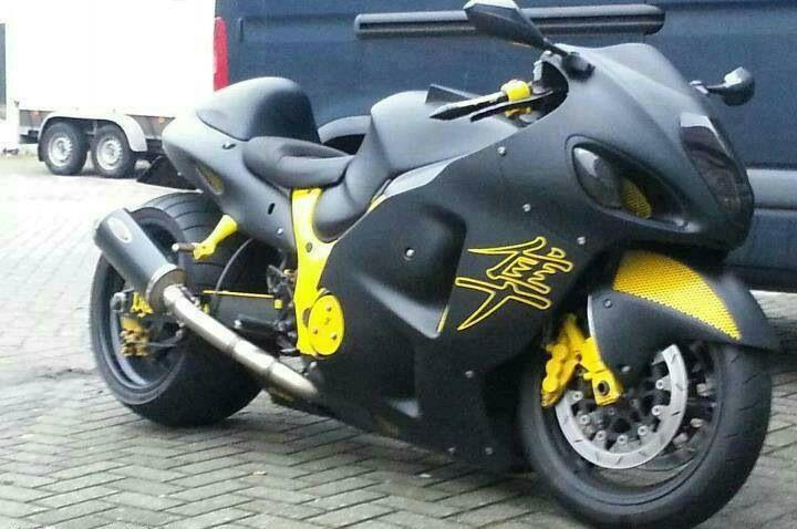 Flat Black Gen-I Busa , Suzuki Hayabusa GSX1300R, black yellow paint,  http://www.PashnitBusa.com #hayabusa #pashnit