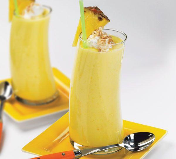 Smoothie orange_pineapple 1. Une demi-tasse de jus d'orange 2. Tasse 1/4ème de jus d'ananas 3. Demi-tasse de bananes pelées et hachées 4. Gingembre râpé cuillère à café de 1/4ème 5. Deux morceaux de glaçons