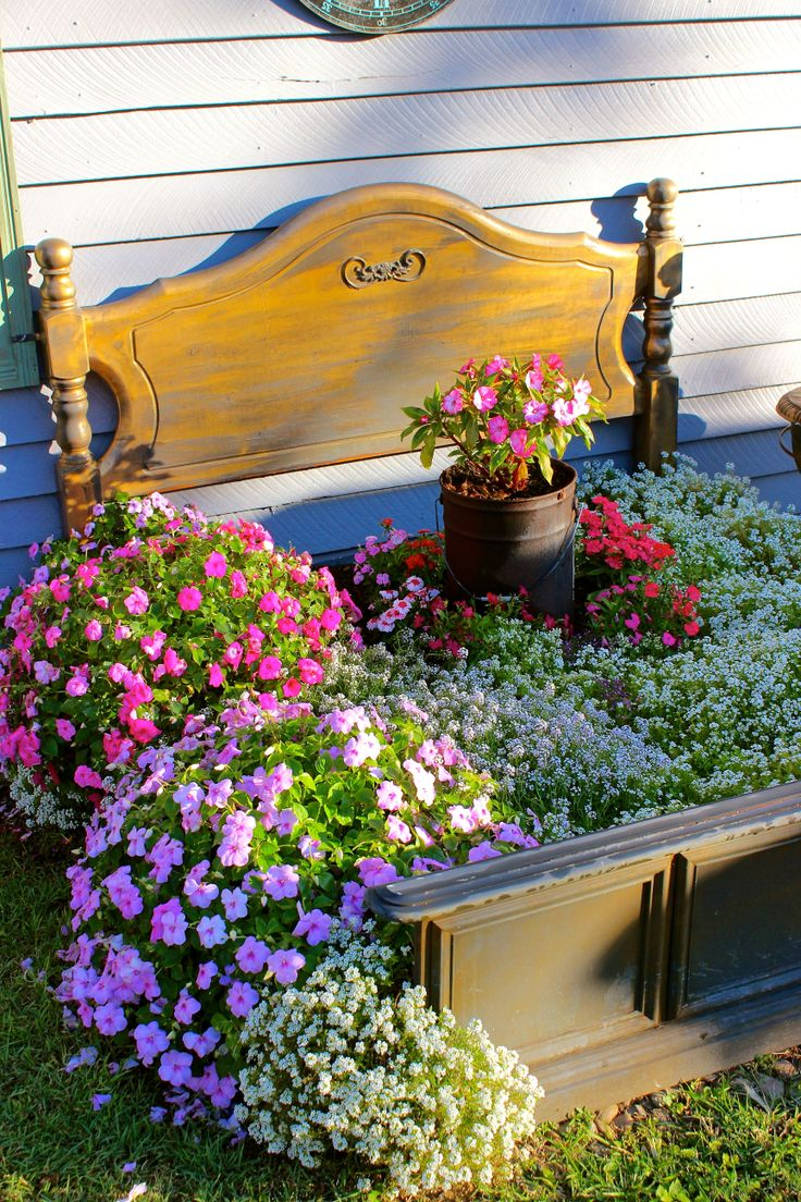 Flower Bed, at my Vintage/Retro shop (My Beautiful Things) at 16 Thurlow street Newmarket Brisbane. :)