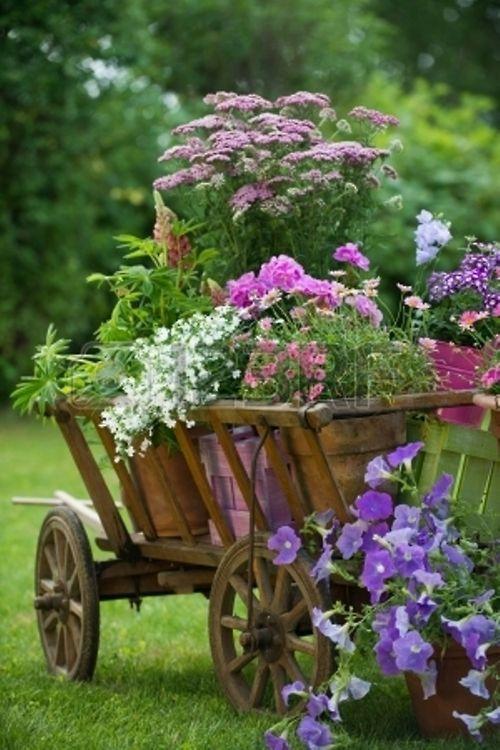 Le Vieux Chariot De Bois Deco Pour Le Jardin Garden Deco