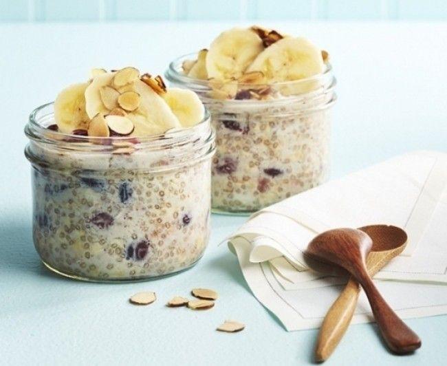 Una dintre cele mai bune combinatii pentru micul dejun cea dintre fulgi de ovaz si seminte de chia. Aceste doua ingrediente sunt nutritive, benefice pentru sana