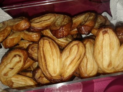 Palmier (or elephant ears cookie) remains one of my favourite cookies. I used to buy them until I realised how easy they are to make. These are really delicious, super crunchy and a perfect sweet treat.