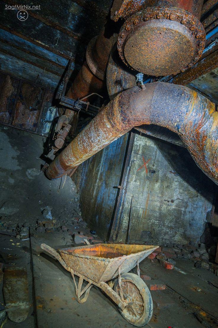 Ein atemberaubender Lost Place: Die Schlackebahn unter Bochum im Ruhrgebiet (NRW). Früher wurde hier unter der Erde glühende Schlacke des Stahlwerks darüber veraden, nun schlummert sie unter der Stadt. Die ganze Geschichte: https://www.sagtmirnix.net/artikel/lost-places-nrw/schlackebahn-bunker-bochum-lost-place-ruhrgebiet-nrw-unterirdisch