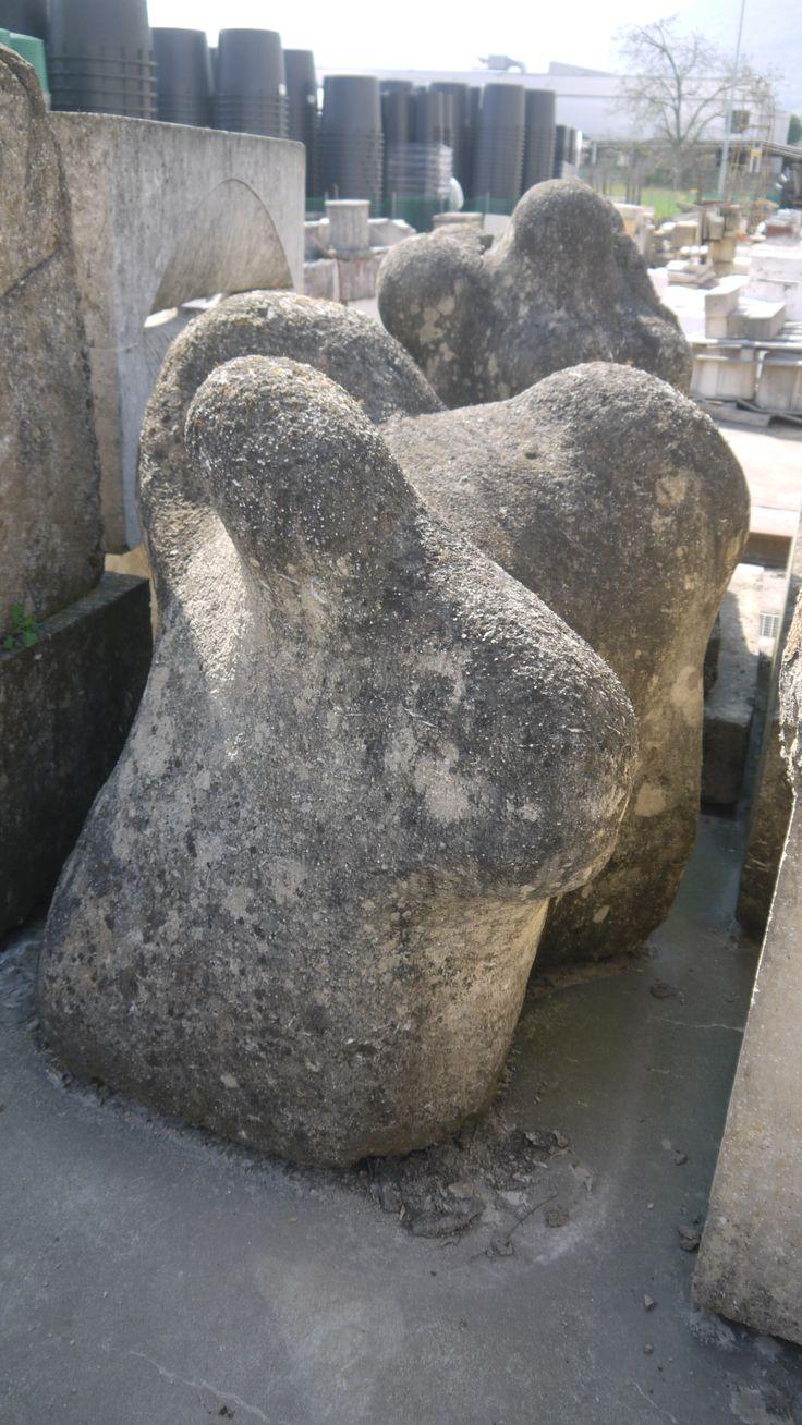 """Scultura """"Donna roccia"""" in pietra - http://test.achillegrassi.com/project/scultura-donna-roccia-in-pietra/ - Splendido esempio di scultura,in Pietra giallo doratodi Vicenza, realizzata in occasione del simposio Nantopietra tenutosi a Nanto (Vi) nel 1987. Autore:  Sebastiano Fini(Italia)  Dimensioni:  120cm x 100cm x 100cm"""