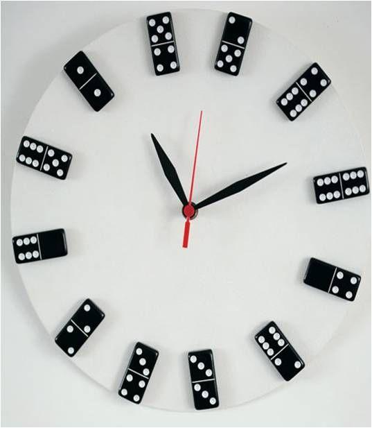 Relógio reciclado de disco de vinil e dominó www.arquitetaonline.com