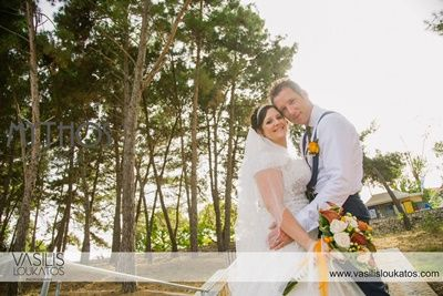 Amazing photo of bride & groom - what's a better backdrop than nature #weddingphotos #trees_greece_kefalonia
