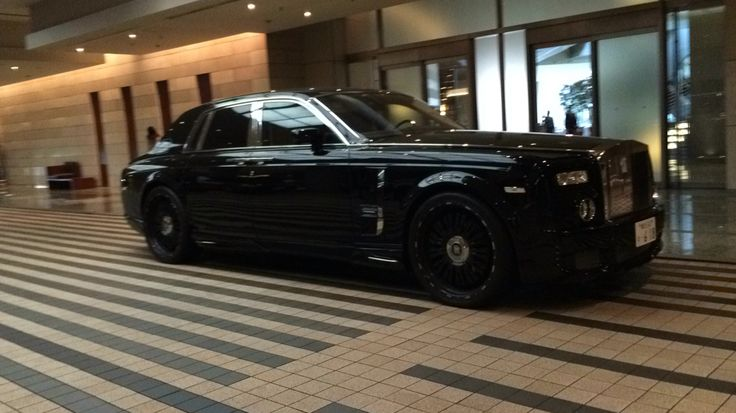 Rolls Royce in the same hotel as the last 2 cars.
