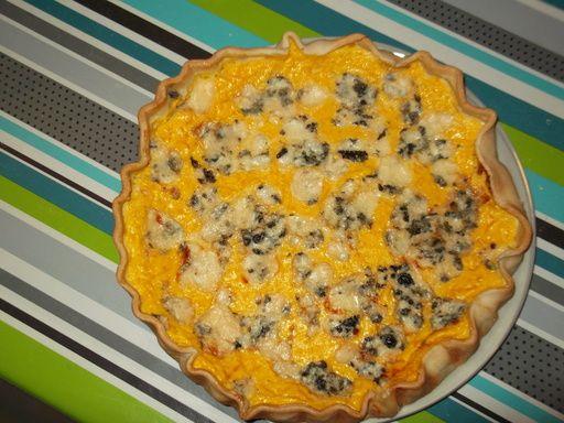 roquefort, poivre, oeuf, crême fraîche, lait, oignon, huile d'olive, potimarron, pâte brisée, sel, comté