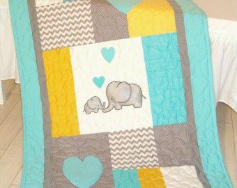 Elefante bebé a manta colcha de cuna azul por Customquiltsbyeva