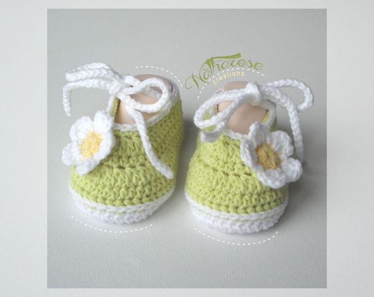 chaussons vert anis et blanc en coton et acrylique mode bb par natharose