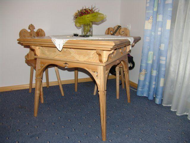 Stol do nowocesnych krzesel