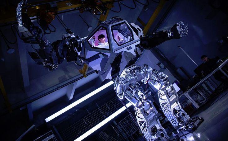 Et pendant ce temps là, les Coréens construisent des Mechas de 4 mètres de haut #Innovation, #Robotique - Vitaly Bulgarova partagé sur sa page Facebook 4 vidéos et plusieurs photos d'un robot mecha développé par la sociétéKorea Future Technology basée à Séoul. Mecha est un terme de science-fiction utilisé dans les jeux vidéo, les mangas et le cinéma. Il désigne des personnages utilisant ou in...