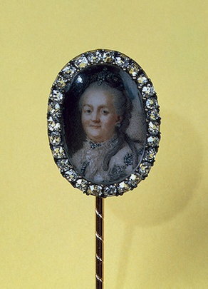 Pin with a Portrait of Catherine II  Gold, silver, cut diamonds, bone, rock crystal, miniature; chased, polished and painted. 1.7-7.9 cm  Russia. St Petersburg. Late 18th century (c) State Hermitage Museum