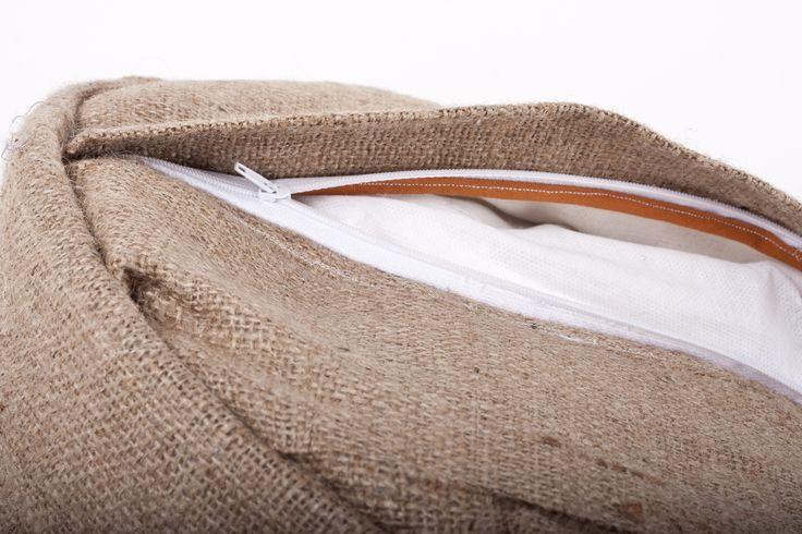 Puff Tibet - Tejido en hilo de algodón y confeccionado en tela arpillera, con un cierre en la parte inferior para poder ser lavado. Medida: 50 cm de diámetro y 30 cm de altura. #pouf #puff #Deco #Design https://www.facebook.com/calma.bsas