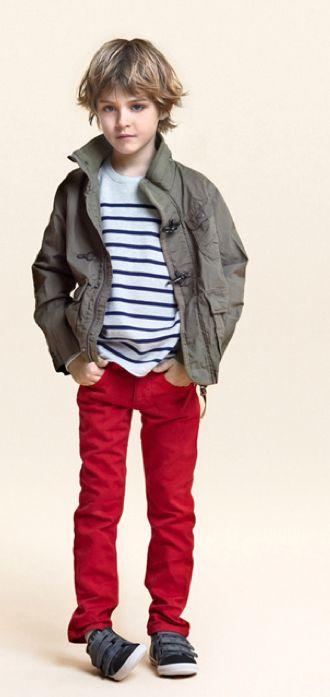 Pantalones rojos.