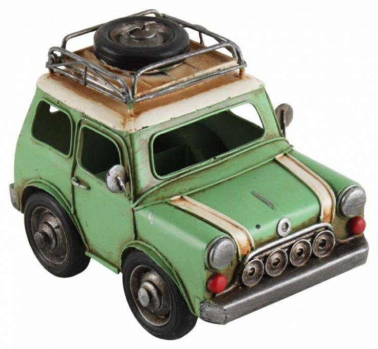 Machetă auto închipuind un automobil din anii '70. Un cadou retro foarte potrivit pentru colecţionarii de machete auto şi nu numai!