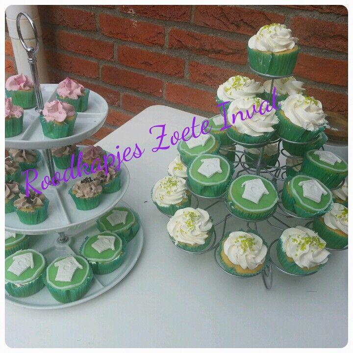 Voor een housewarming cupcakes in de stijl van het nieuwe huis
