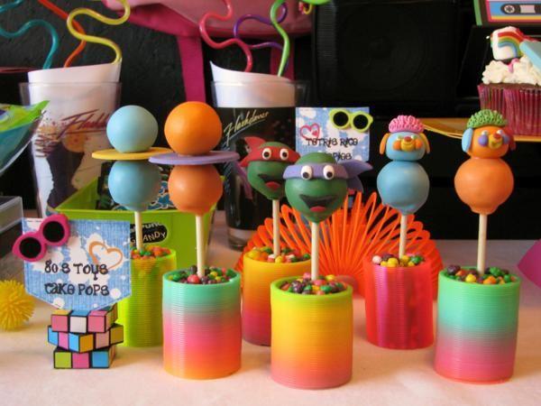 Cakepops divertidos festa tema anos 80