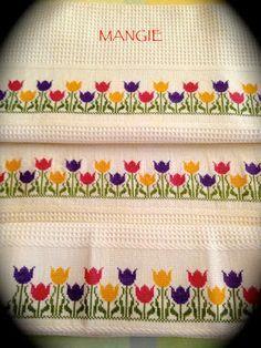 Detalle toallas punto de cruz tulipanes                                                                                                                                                      Más