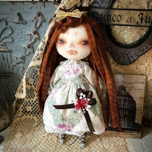 本日2 / 23 12:00〜  東京押上AMULET にて新作発売になります。 お出かけの際はぜひ実物を手にとってご覧ください。 #magdoll #maggynaggy #人形 #ぬいぐるみ #ドール #handmadedoll #doll