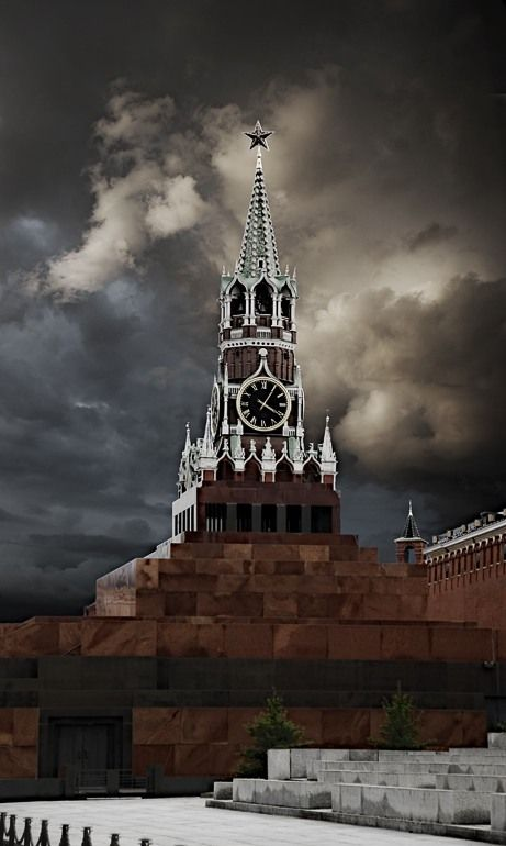 You can smile!  But, as is usually in Russia, the case reveals a pattern. Lenin formed the basis. Lenin mausoleum on Red Square. Picture perspective combined building of the mausoleum and the Kremlin's Spasskaya tower.