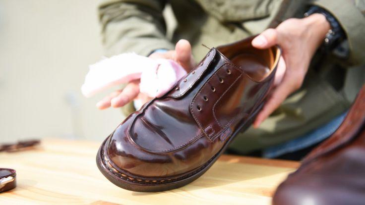 代々木公園での「Aozora靴磨き教室」や自由大学での講義「20年履ける靴に育てる」など、靴磨きに馴染みのない人たちに、そのハウツーを広めている明石優さん。実際にイベントに参加した人からは「ピカピカでカッコイイ」というだけでなく「自分の靴じゃないと思えるほど柔らかくなった」なんて声も。そう、しっかりケアしてあげると、見た目はもちろん履き心地にもポジティブな変化が生まれるのです。ここでは、そん...