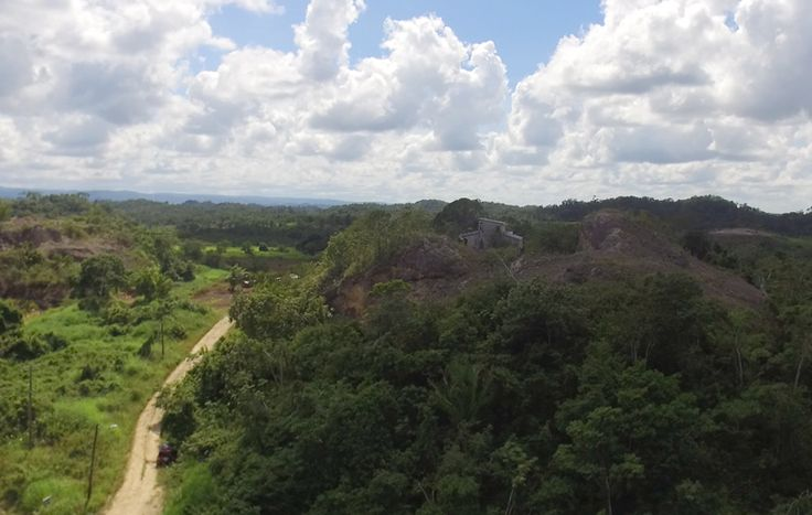 Wow Belize real estate is thrilled to offer for sale this 5 acre triangle property of roadfront on the Hummingbird Highway near Belmopan.