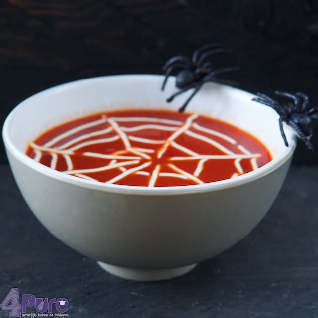Creamy tomato soup for Halloween - 4Pure