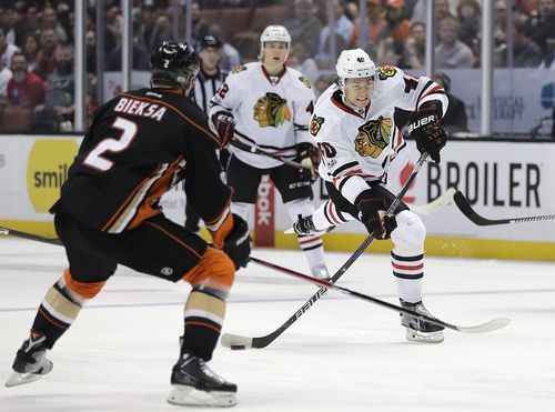 AP                  Published 2:54 p.m. ET April 7, 2017 | Updated 37 minutes ago        Chicago Blackhawks' John Hayden, right, shoots under pressure by Anaheim Ducks' Kevin Bieksa during the first period of an NHL hockey game Thursday, April 6, 2017, in Anaheim, Calif....  http://usa.swengen.com/pressure-on-maple-leafs-in-final-weekend-of-nhl-season/
