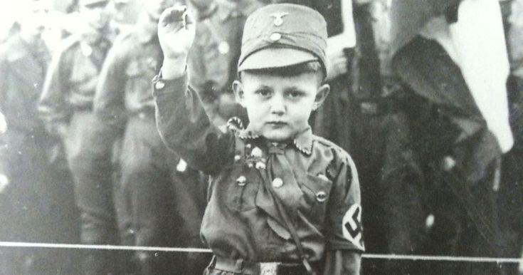 Entre 1935 et 1945, les nazis ont tout mis en oeuvre pour créer une race aryenne qu'ils considéraient comme une race «pure» et «supérieure». Ce projet était monstrueux tant par son objectif que les moyens qui ont &e...