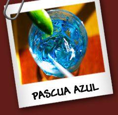 Pascua Azul • 1 oz de licor de cacao • 1 oz de curaçao azul  Preparacion  Vierte el curaçao azul y el licor de cacao en un vaso con hielo.
