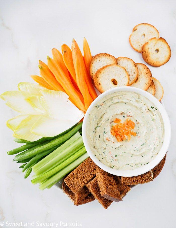 The combination of smoked salmon, cream cheese, fresh dill and green onions gives this Smoked Salmon Cream Cheese Dip amazing flavour.