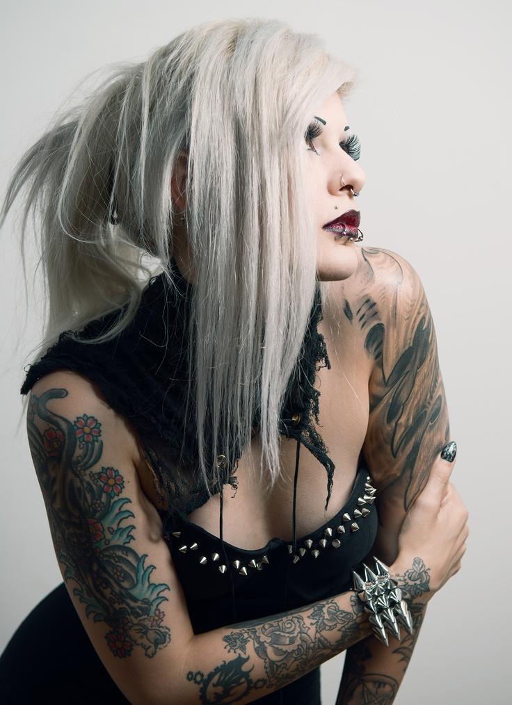 642 best xlix schone gotische damen images on pinterest for Chubby tattooed girls