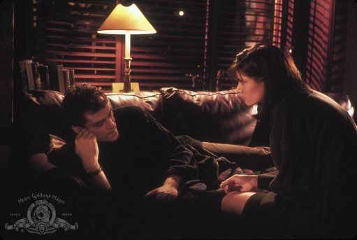 Linda Fiorentino and Ray Liotta in Unforgettable (1996)