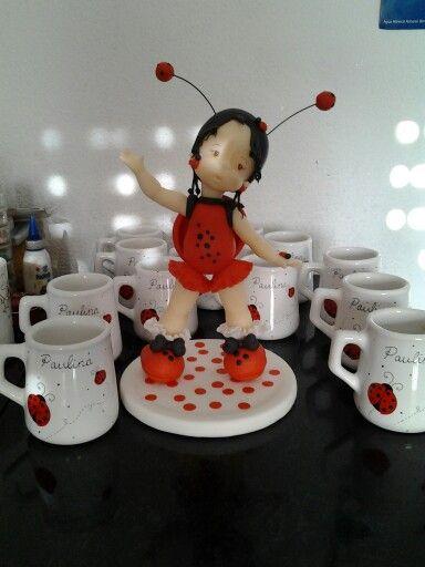 Souvenirs y adorno de torta. Porcelana modelado y pintura.