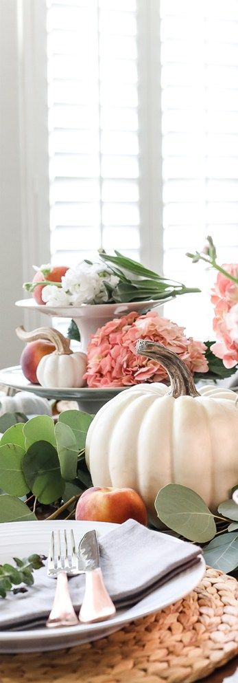 Fall Table with Pumpkins & Peaches #tablescape #tablesetting