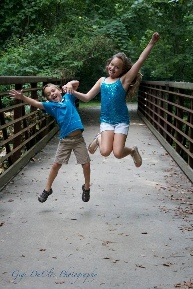 Summer sibling photos outdoors   JUMP! (outdoor summer photography)