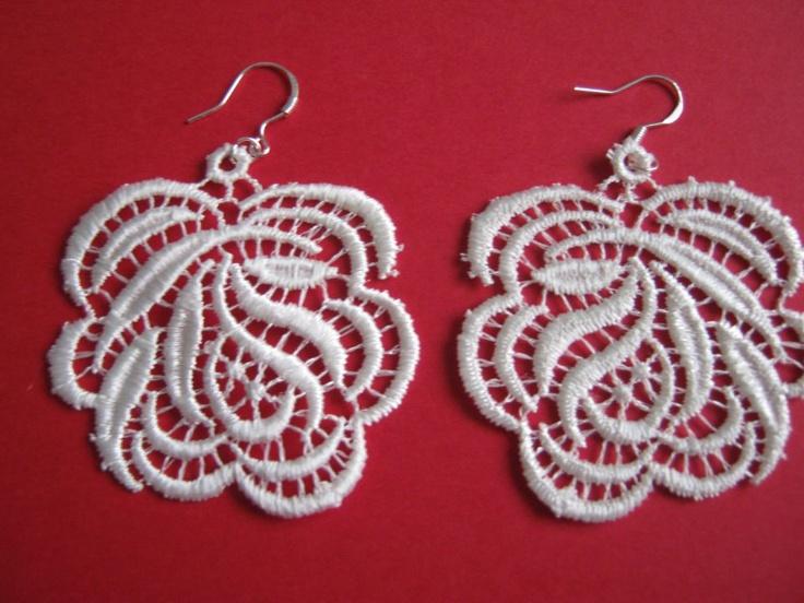 Lace earring by http://www.breslo.hu/item/Csipke-fulbevalo_2164#