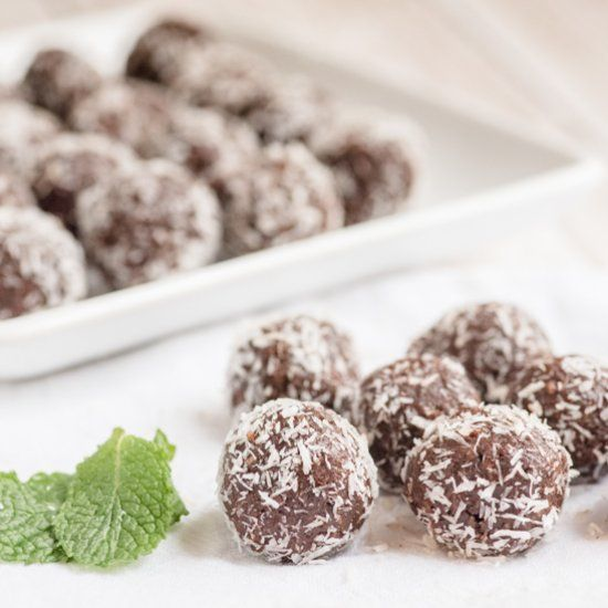 Chocolate Mint Balls - Paleo, grain-free, dairy-free, and just 5 minutes to make!