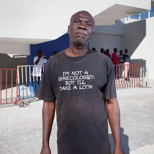 Dovrebbe fre ridere questo accostamento, e invece grazie alla #maglietta fa pensare. #Haiti #internazionale