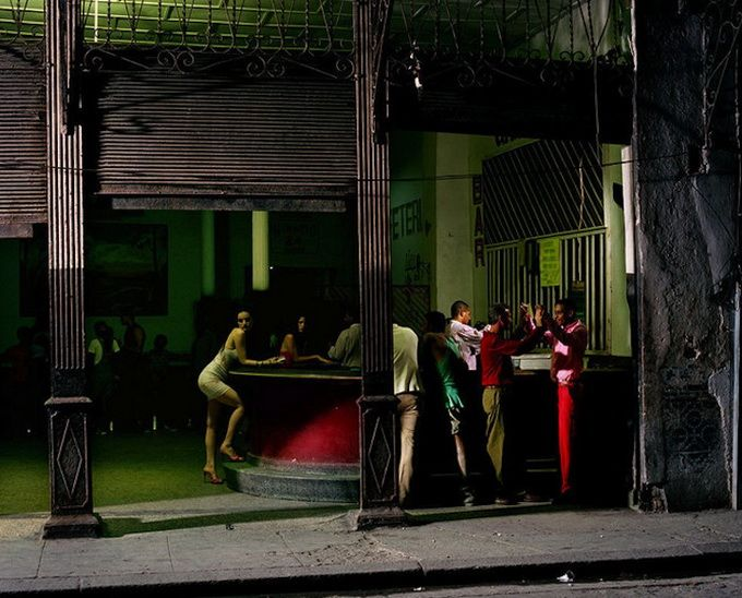 Philip-Lorca Dicorcia image that reminds me of Hopper