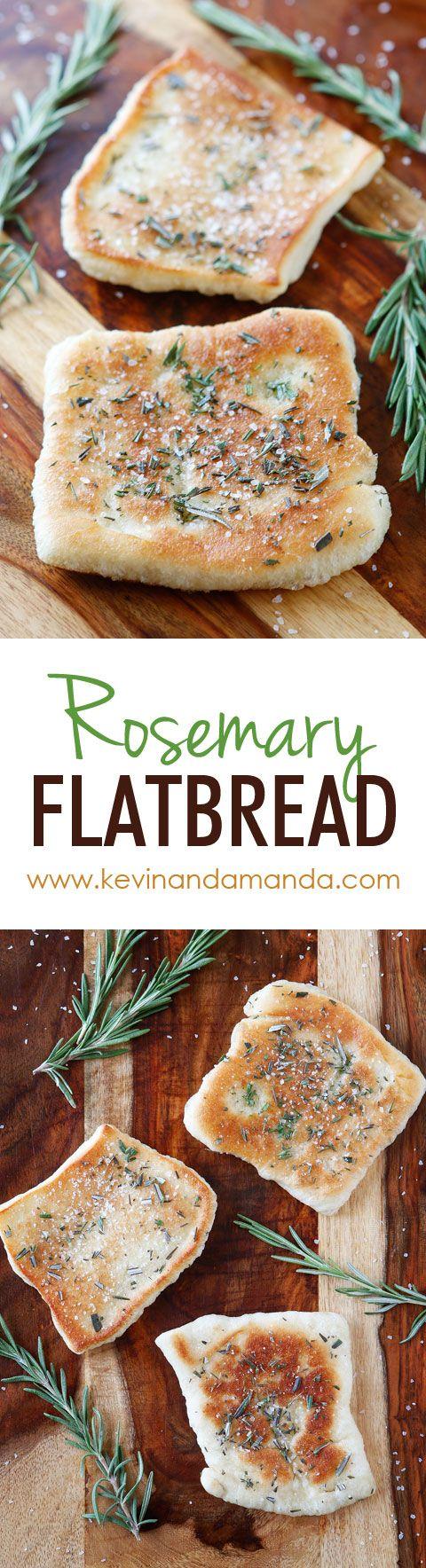 De PERFECTE voorgerecht of bijgerecht te dienen bij het diner!  Dit brood is zo snel en gemakkelijk om zweep.  Het is licht gebakken in olijfolie en gegarneerd met verse rozemarijn en zeezout.  De perfecte combinatie !!  Je moet dit doen !!