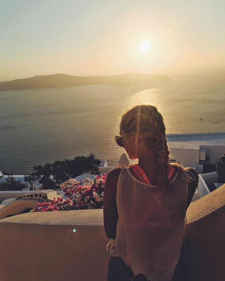 Because when you stop and look around, life is pretty amazing.. 🌅 • • • • • #view #santorini #greece #landscape #travel #fashionblogger #talkingaboutf