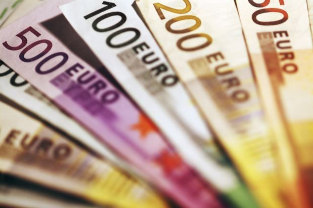 #Forex The EUR/USD carry trade anomaly London, UK - The euro has been used as a funding #currency for the FX carry trade and that has come about because the ECB and its very aggressive actions has remarkably emphasized a really low yield policy approach. The Euribor 3-month rate is in deep into negative territory, so with this we have...